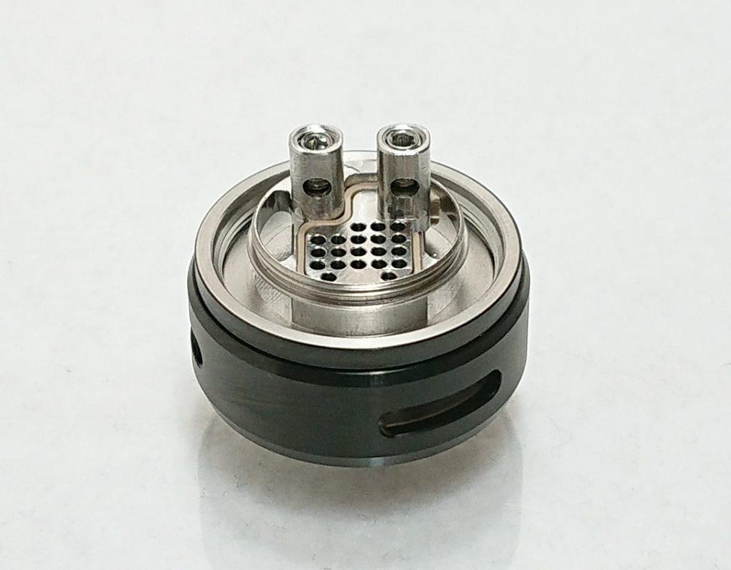 DSC 0049 1 - 【WOTOFO】nexMESH Pro Tankをレビュー!~コイルが特徴的なクリアロ!RBAデッキを使えばRTAとしても使えるタンク~