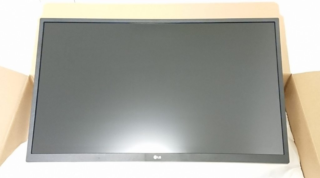 DSC 0005 3 scaled - 【LG】4Kモニター27UL500-W 27インチを購入しました!~スペック紹介なし!開封から設置まで~