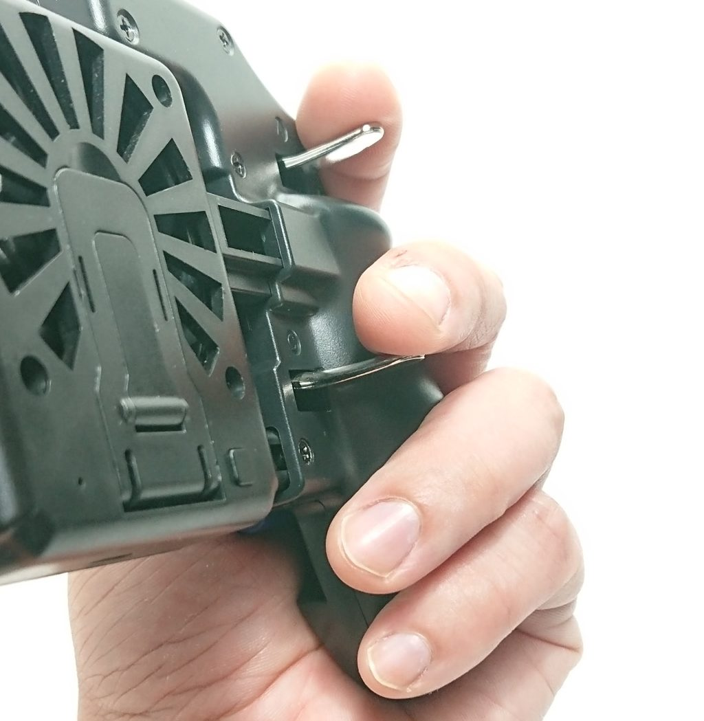 DSC 0967 - トリガーが4本付いたスマホ用コントローラーをレビュー!~高いだけあるが、慣れが必要~